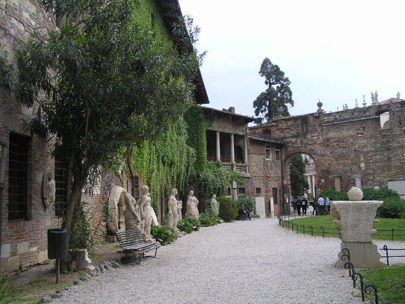 ITALY_Vicenza_Teatro Olimpico gardens