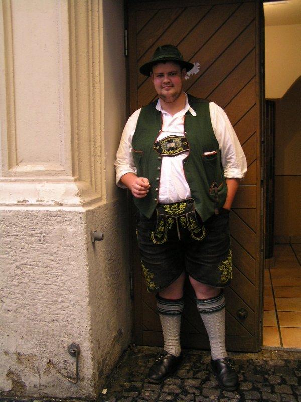 Big Guy smoking in door of HB (Munich, Bavaria, Germany)