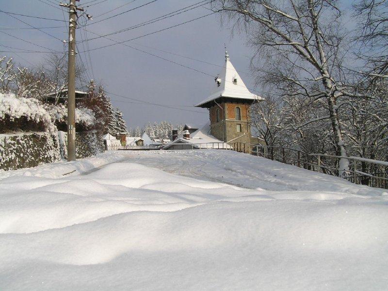 ROMANIA - snow in Sinaia