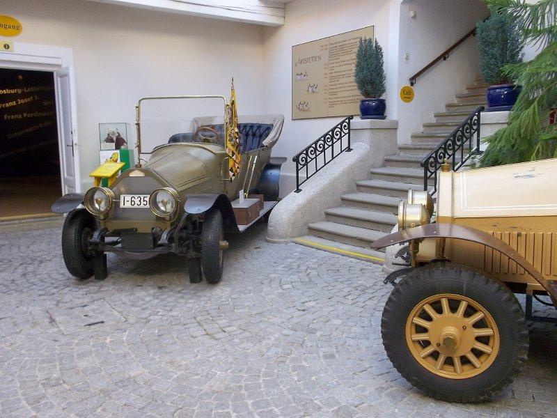 AU_Schloss Artstetten - cars of Franz Ferdinand
