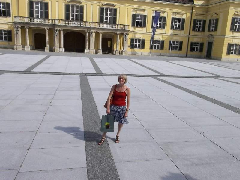 AU_Nina in the square, in Laxenburg