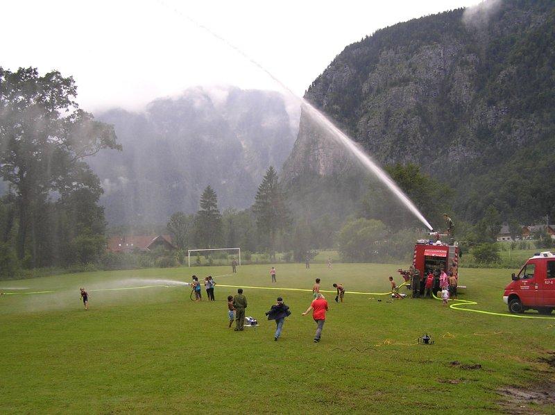 AU_the Fire Brigade of Obertraun entertains children.
