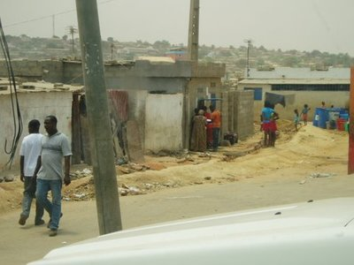 Angola_-_L..r_07-13.jpg