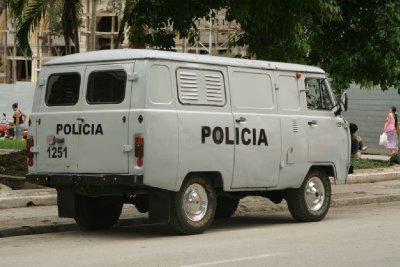 Cuba_SLR_Police3.jpg