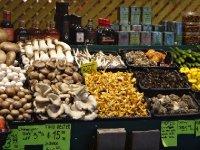 Canada_Mon..ony_market2.jpg