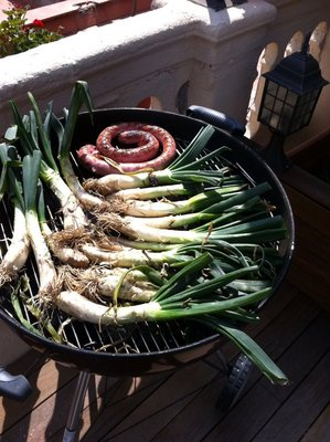 Calçots in my American grill