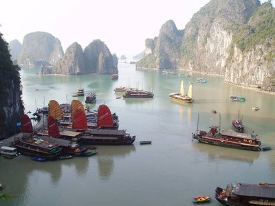 Amazing Cave Harbour, Ha Long Bay