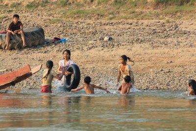 Laos_Mekong_boat_165.jpg