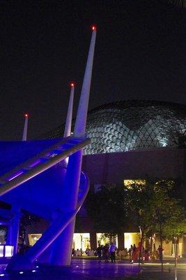 Singapore Esplande by night.