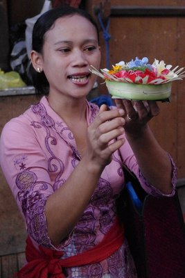 Talking through what makes up a Balinese offering