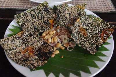 River algae crackers (with sun dried tomatoes, seeds and ginger)