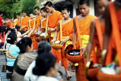 Tak Bat - I've downloaded this picture from the tourism webpages as I didn't want to take pictures of the monks during the ceremony
