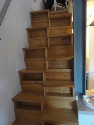 Steps up to loft
