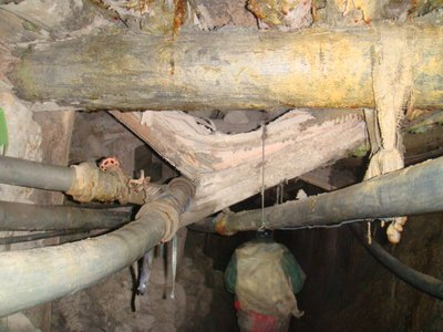 Collapsing mine supports and oxygen pipes