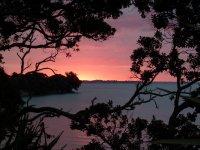Plätzchen mit herrlichem Sonnenuntergang, zwischen Auckland und Coromandel