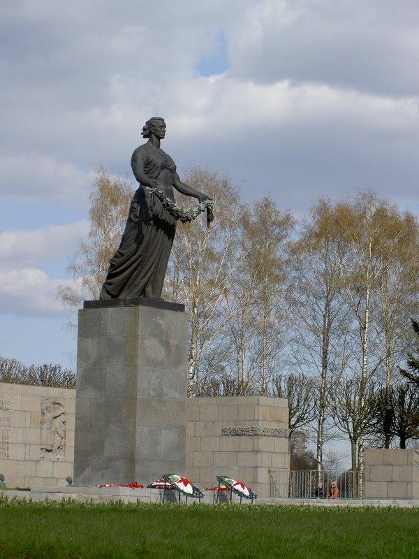 St-Pete, Piskaryovskoe Cemetery (statue detail)