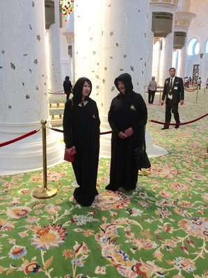Fleur and I in our abayas at the Sheikh Zayed Grand Mosque