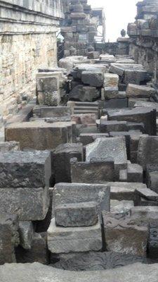 Borobudur - the worlds biggest 3D puzzle?