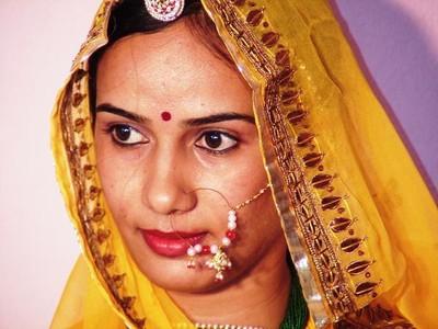 1152209-We-see-the-bride-at-last-0.jpg
