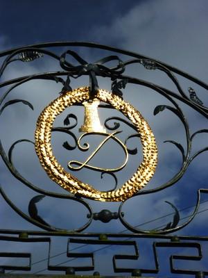 Hughenden_Gate_Arms.jpg