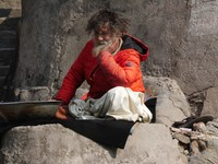 Devprayag_Sadhu at the prayag_This man claimed to live in the cave here.
