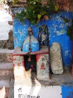 Devprayag_A wonky shrine on the steps down to the prayag