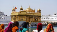 Golden Temple_Admiring this beautiful building