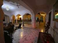 Khandela Haveli, Jaipur_One of the lounge areas outside the bedrooms
