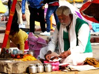 Varanasi_A pandit preparing for a puja