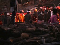 Varanasi_Manikarnika Ghat - A body being carried to a funeral pyre