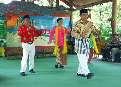 Traditional Polynesian dance at South East Asia Village, Hoinan Island