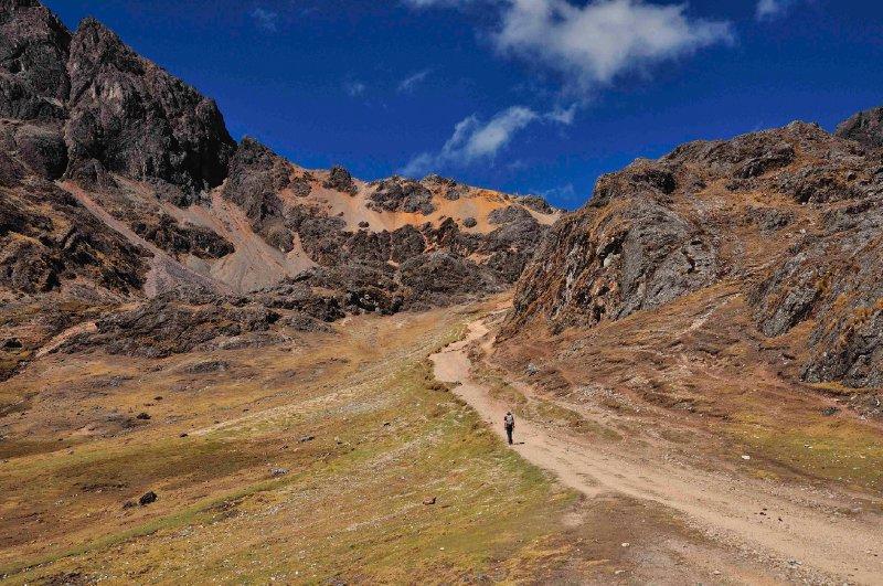Hiking the pass above Huacahuasi