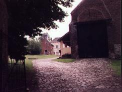 02houg_barn.jpg