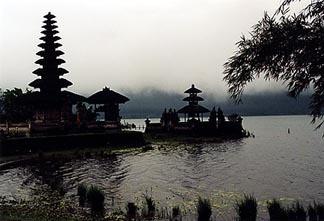 06bali_lake.jpg