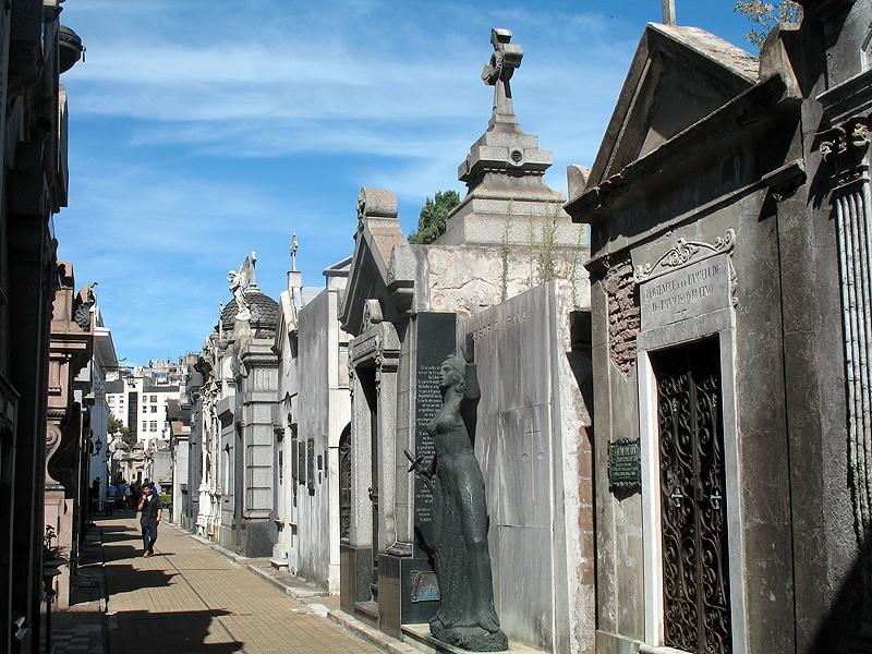 large_Argentina_BAgraveyardStreet.jpg