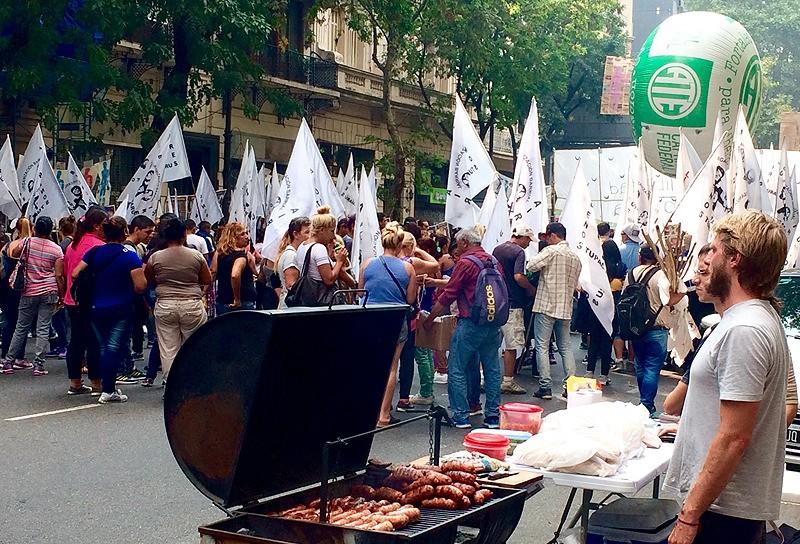 large_Argentina_BAprotestGrillingOut.jpg