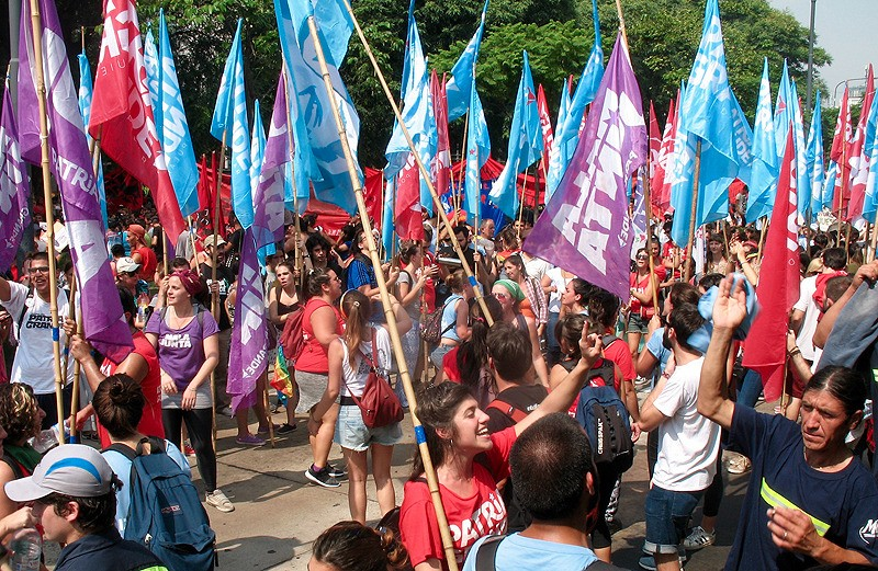 large_Argentina_BAprotestManyFlags.jpg