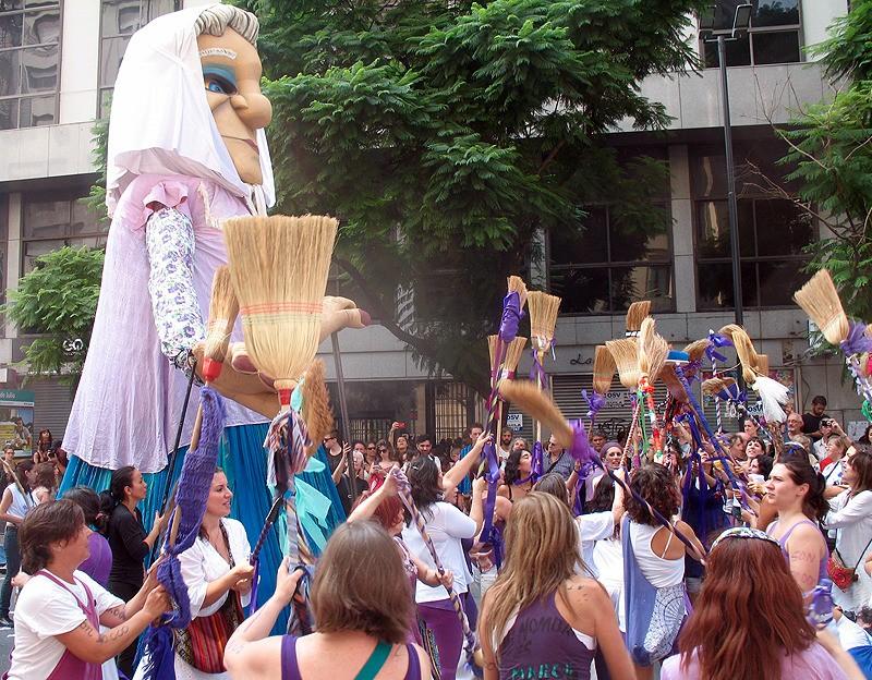 large_Argentina_BAprotestOldLady.jpg