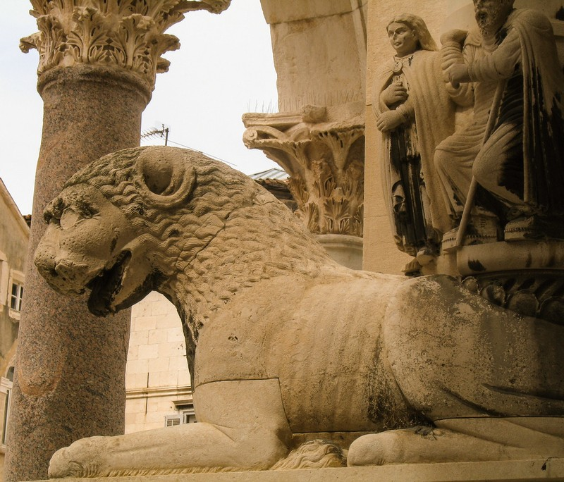 large_Croatia_SplitLionStatue.JPG