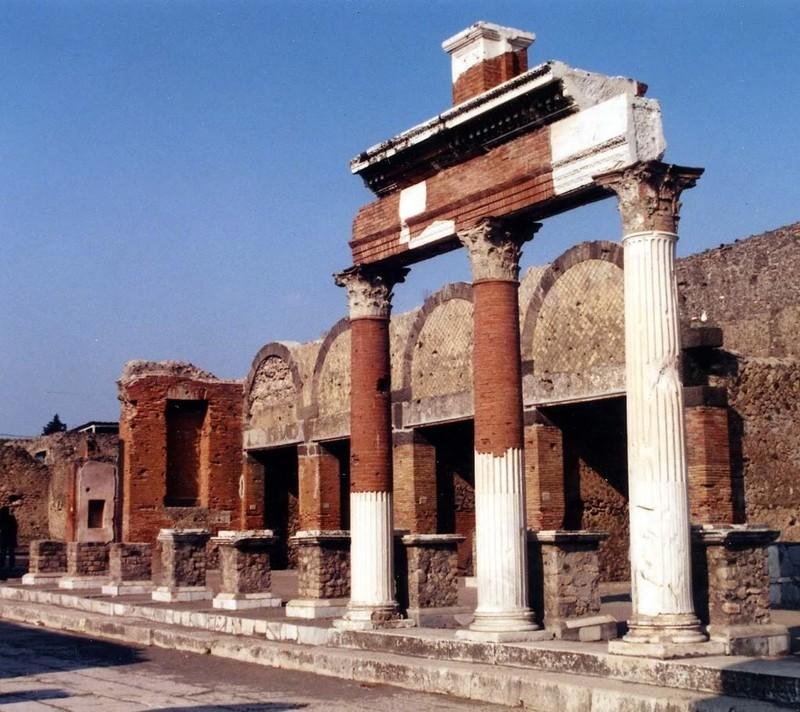 large_Italy02_Pompeii01.JPG