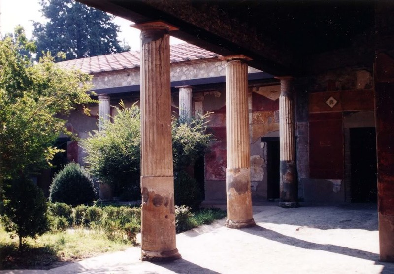 large_Italy02_Pompeii03.JPG