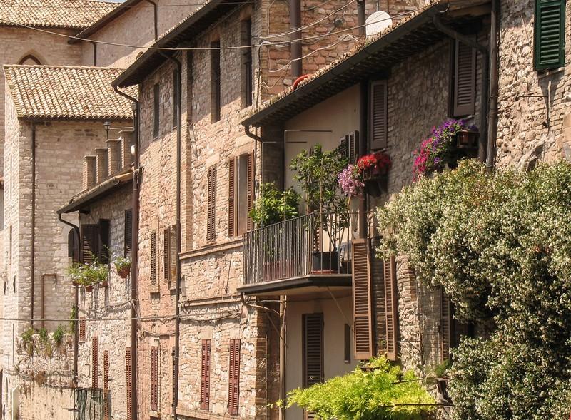 large_ItalyEF_AssisiStreet.JPG