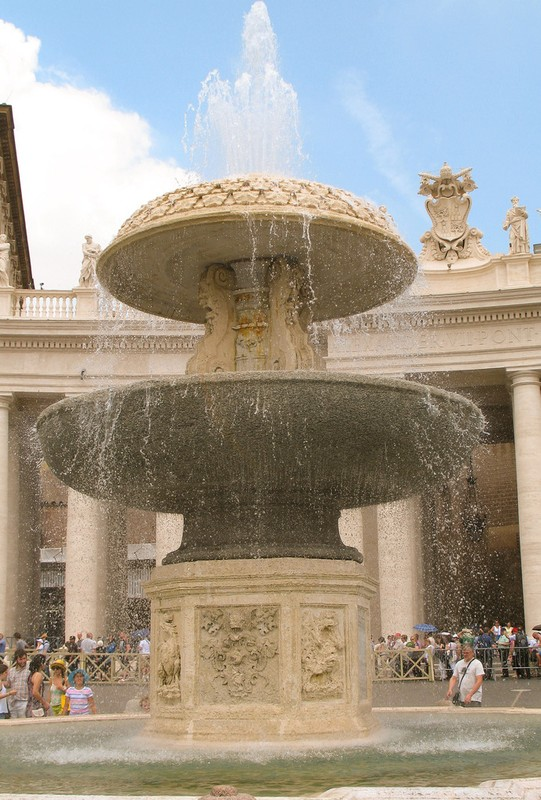 large_ItalyEF_Fountain.JPG