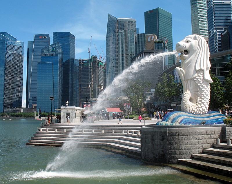 large_Singapore_MerlionFoutain.jpg
