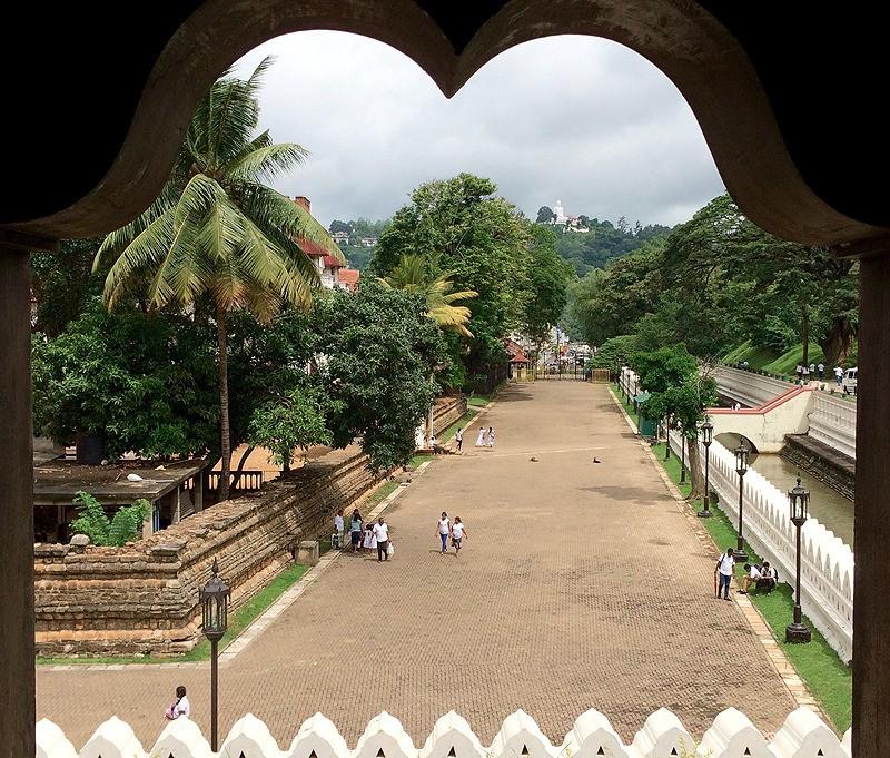 large_SriLanka_KandyTempleArchway.jpg
