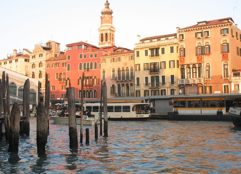 large_Venice_LineOfHomes.JPG