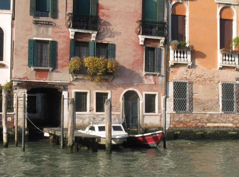 large_Venice_SmallBoat.JPG