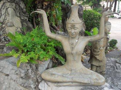 Figures at Wat Pho