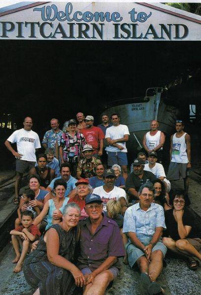 large_habitantes_de_pitcairn1.jpg