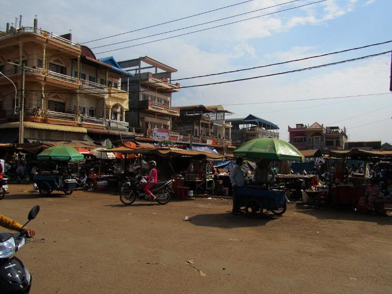large_Banlung_Market_2.jpg